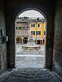 Fontana Masini dalla scalinata del palazzo del Comune.jpg