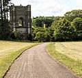 Fountains abbey 001 (19745633742).jpg