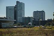 Blick auf die City Tower 1 und 2 des Lenauparks vom Areal des ehemaligen Frachtenbahnhofs.