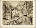Gezicht in een kloof in Algerije Constantine. Les Gorges du Rhummel, vue prise du Chemin des Touristes (titel op object), RP-F-F02285.jpg