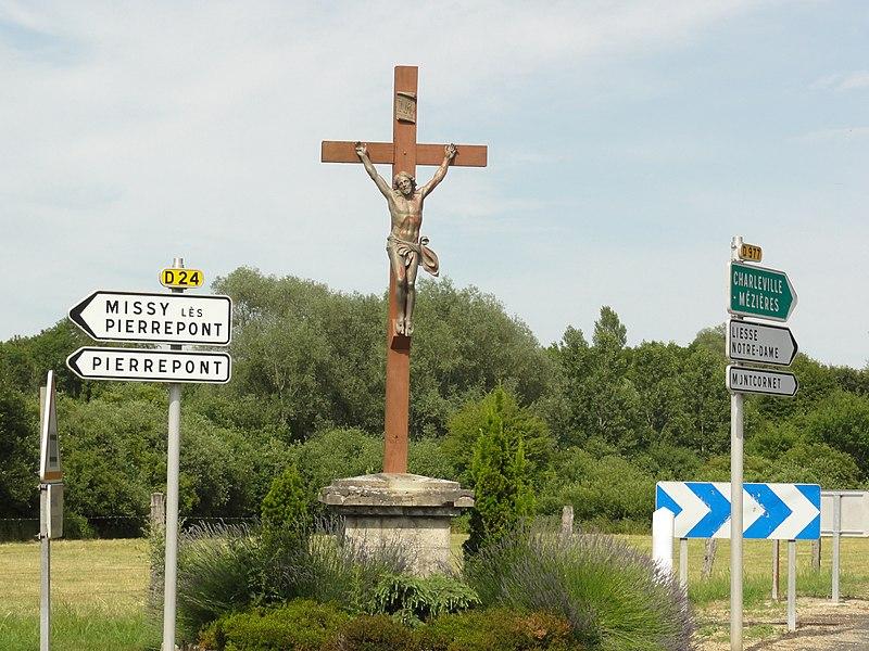 Gizy (Aisne) croix de chemin
