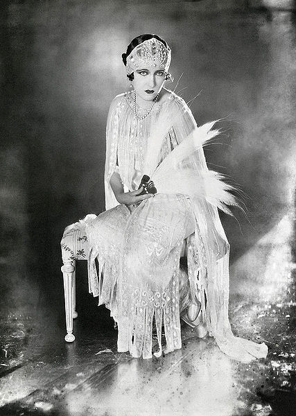 File:Gloria Swanson-James Abbe 1921.jpg