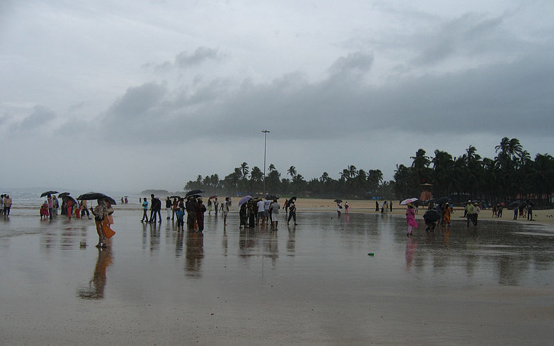 File:Goa - In a Goa beach on a stormy evening6.JPG
