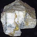 Gold-quartz hydrothermal vein (Grass Valley, California, USA) (17182914831).jpg