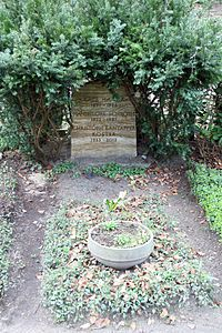 Grabstätte Trakehner Allee 1 (Westend) Käthe Haack.jpg