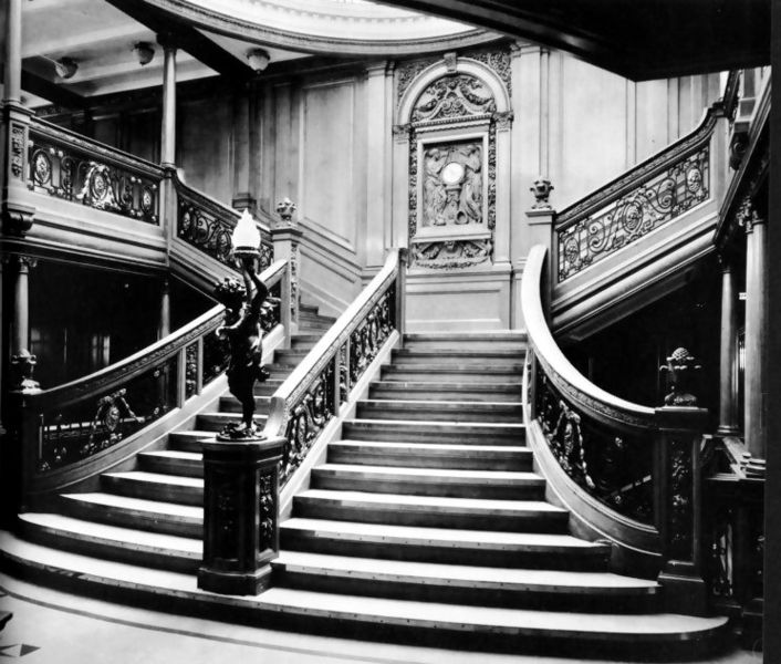 English: The Grand Staircase of the RMS Olympi...