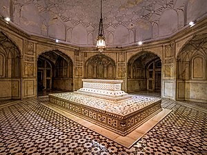 Tomb of Jahangir - The burial chamber contains the Emperor's cenotaph.