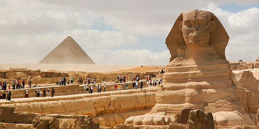 Great Sphinx of Giza (foreground) Pyramid of Menkaure (background). Cairo, Egypt, North Africa