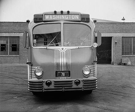 Front view of a Greyhound Lines Super Coach in Maryland (1938 photo) (side view) Greyhound bus (1930s Supercoach) Front View.jpg