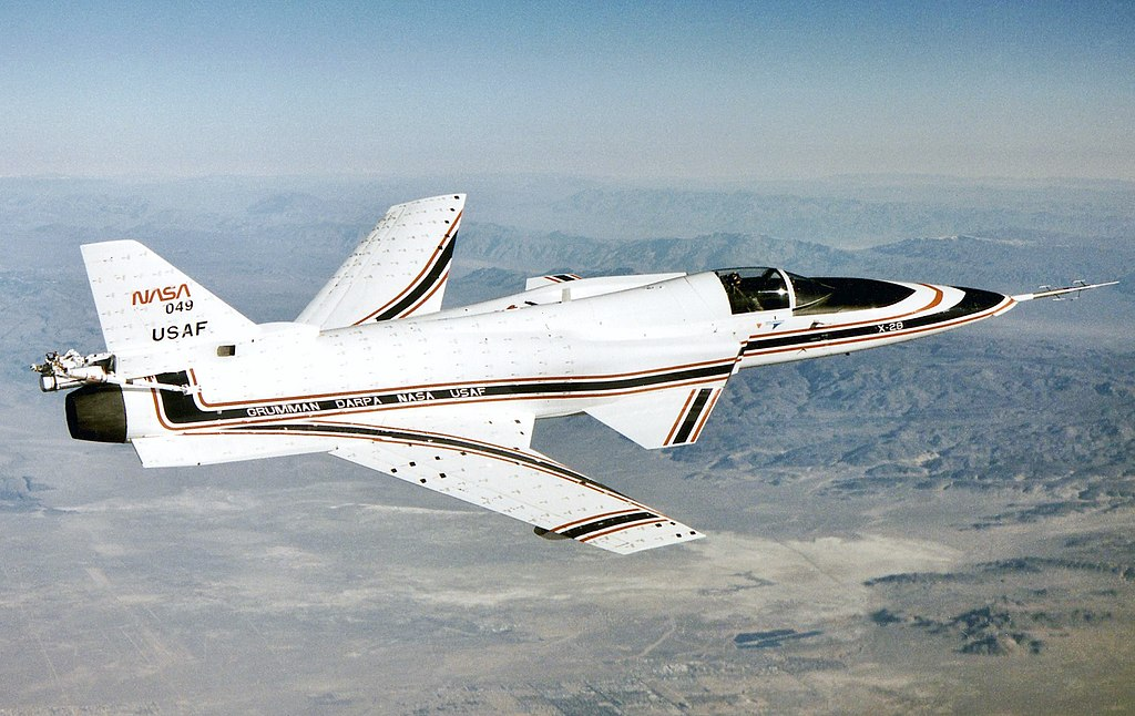 https://upload.wikimedia.org/wikipedia/commons/thumb/9/91/Grumman-X29-InFlight.jpg/1024px-Grumman-X29-InFlight.jpg