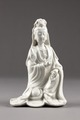 Guanyin barmhärtighetens gudinna gjord av porslin i Kina på 1600-talet - Hallwylska museet - 95575.tif