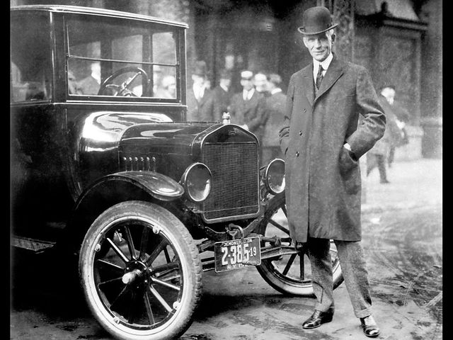 From commons.wikimedia.org: H.Ford et sa Ford T {MID-215158}