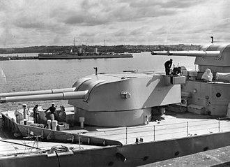 BL 8 inch Mk VIII naval gun - Image: HMAS Canberra 8 inch gun turrets SLV H98.105 3230