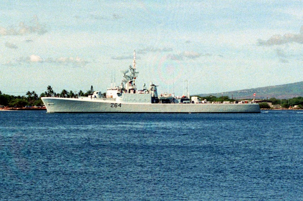 HMCS Qu%27Appelle (DDE 264) at Pearl Harbor 1990.JPEG