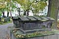 Hannover Gartenfriedhof Grabmal Arnswald.jpg