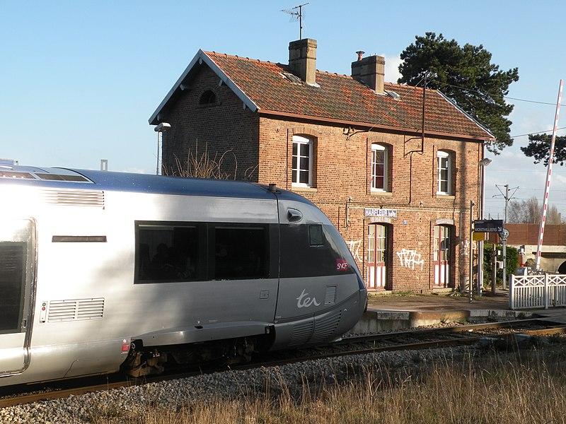 Un Autorail X 73500 dans la halte d'Harfleur.