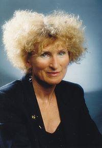 Helena Kanyar Becker.jpg