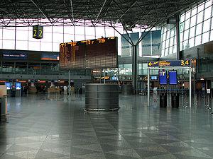 Helsinki-Vantaa departure hall2