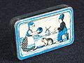 Hollandsche Duitsche Automaten-Maatschappij blikje met afbeelding van boertje en boerinnetje, foto1.JPG