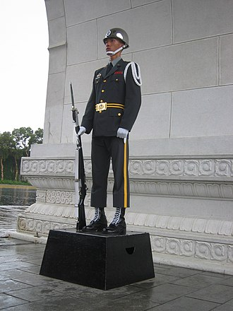 National Revolutionary Martyrs' Shrine - Image: Honor Guard of ROCA standing at National Revolutionary Martyr's Shrine 20050804
