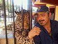 Hugo y jaguar.jpg
