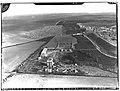 Ifpo 21588 Syrie, gouvernorat de Homs, la ville antique de Qatna sur le Tell al-Mashrafah, vue aérienne oblique.jpg