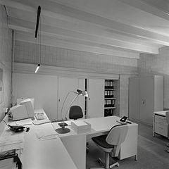 File interieur overzicht kantoorruimte oenkerk 20414240 wikimedia commons for Kantoorruimte