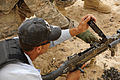 Iraqi police learn about weapons DVIDS195590.jpg