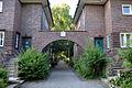 Issendorffstraße in der Gartenstadt Kleefeld in Hannover, Stadttafel 108 über dem Torbogen.jpg
