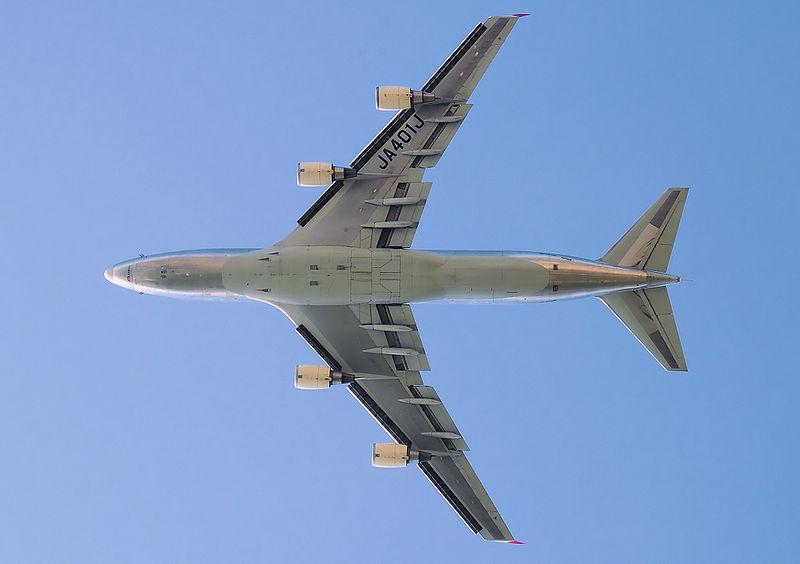 Vista en plano horizontal de un Boeing 747-400 de JAL Cargo.