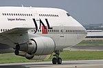 JapanAirlines B747-400 fukuoka 20050429110204.jpg