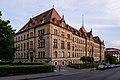 Justizgebäude in Tübingen zur goldenen Stunde.jpg