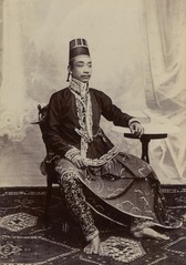 KITLV 124832 - Kassian Céphas - Javanese aristocrat, presumably at Yogyakarta - 1890-1910.tif