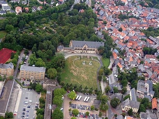 Kaiserpfalz aus dem Flugzeug gesehen