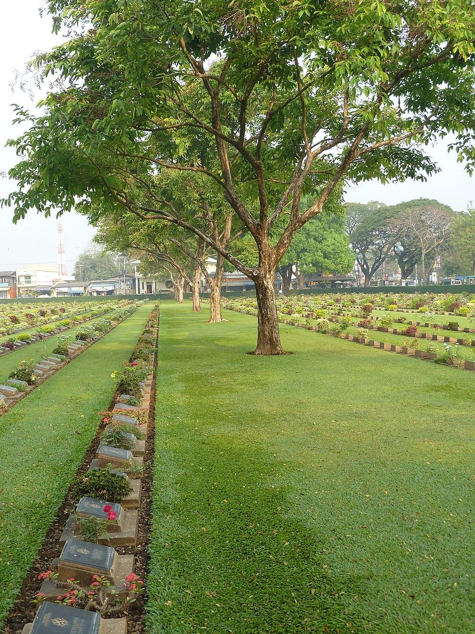 Kanchanaburi War Cemetery P1100779