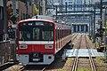 Keikyu 1500 series at Keikyu-Kawasaki Station 1 (47985545491).jpg