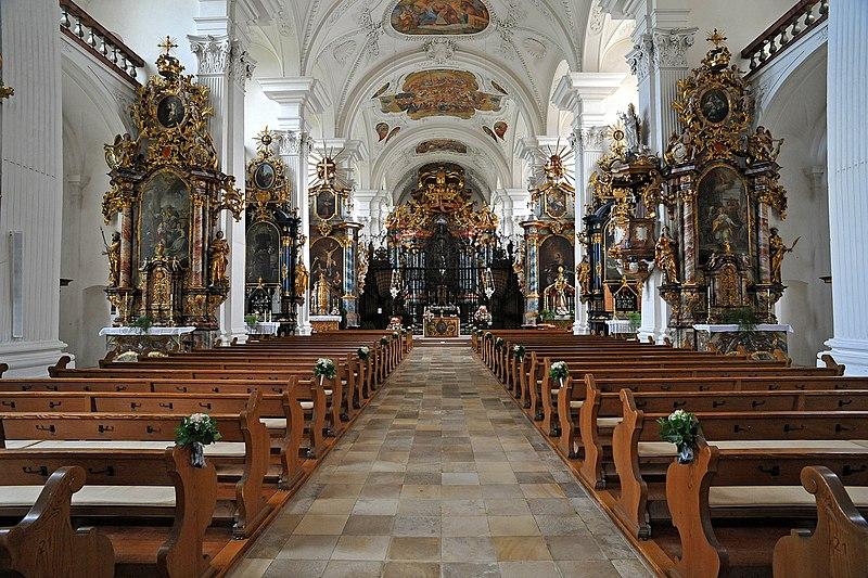 Klosterkirken Rheinau med alteret for den hellige Fintan (sidealter til venstre i midten)
