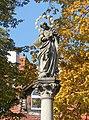 Kolumna z figurą Matki Boskiej 2.JPG