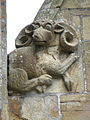 La Guerche-de-Bretagne (35) Basilique Collatéral sud Détail sculpté 07.JPG