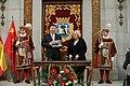 La alcaldesa entrega la Llave de Madrid al presidente chino en su visita al Ayuntamiento 06.jpg