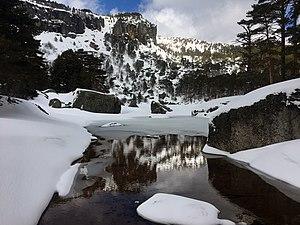 Laguna negra nevada.jpg