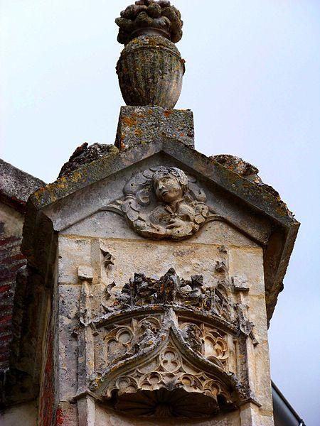 Église Saint-Jean-Baptiste de Lasson, détail de la façade occidentale
