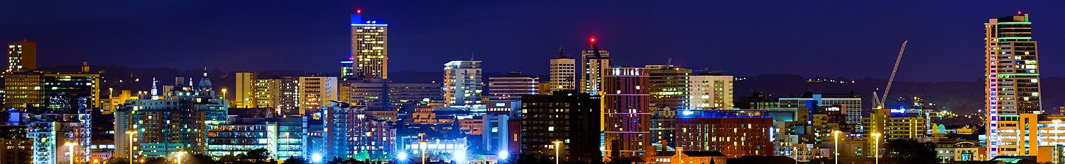 Leeds city centre, viewed from South Leeds at night Leedsskylineatnight.jpg