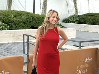 Leelee Sobieski - Sobieski pregnant in 2009 at the opening night of the Metropolitan Opera