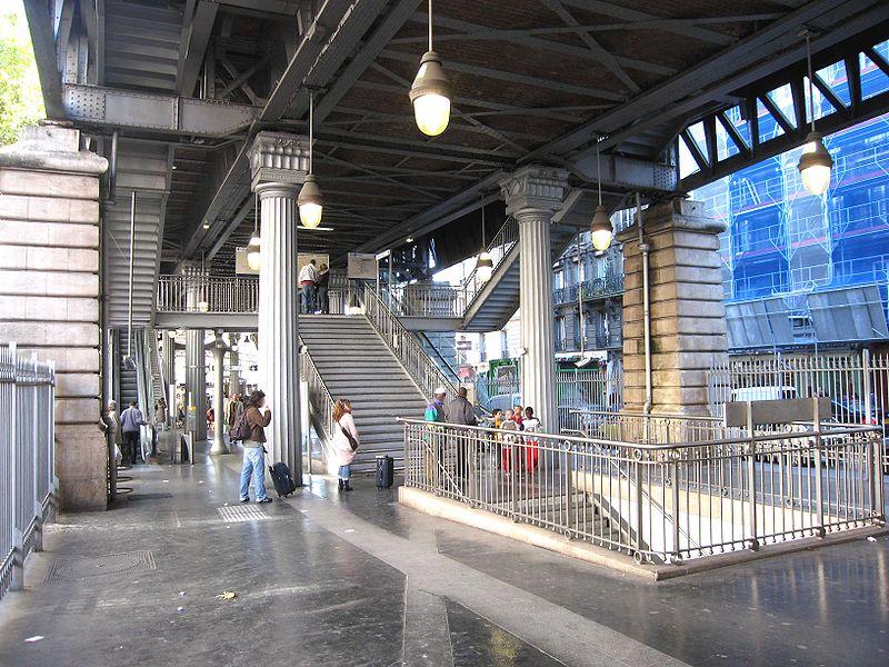 800px-Ligne-2-Barbes-Rochechouart.jpg