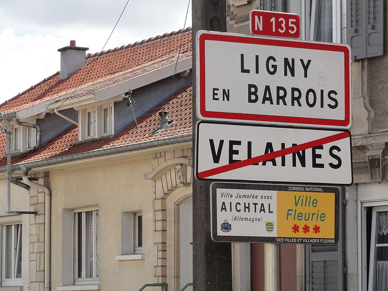 Ligny-en-Barrois and Velaines (Meuse) city limit signs
