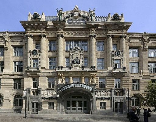Liszt Ferenc Zeneművészeti Egyetem 2013-ban felújított homlokzata