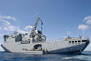 Loading LCM - HMNZS Canterbury (L421).jpg