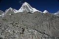 Lobuche to Gorak Shep-82-Moraene-Pumori-Wanderer-2007-gje.jpg
