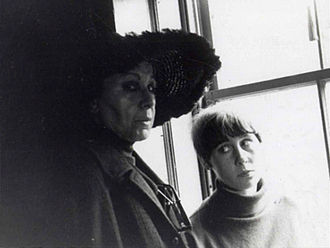Louise Nevelson - Louise Nevelson and granddaughter Neith Nevelson, c. 1965